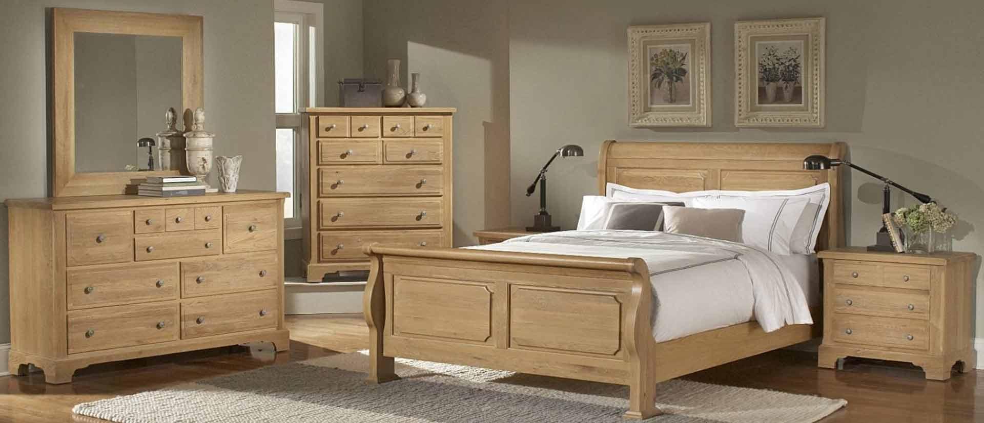 dormitorio de madera marron claro